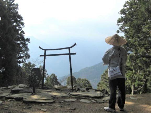 横峰寺から石鎚山