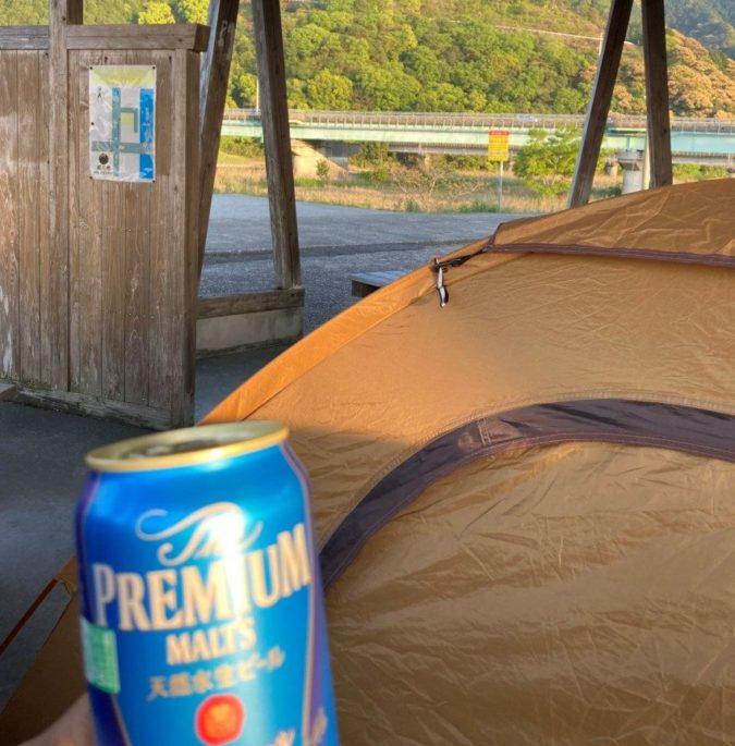 野宿場所に着いたらビールがぬるい問題